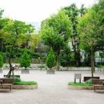 牛込弁天公園の「背伸ばしベンチ」